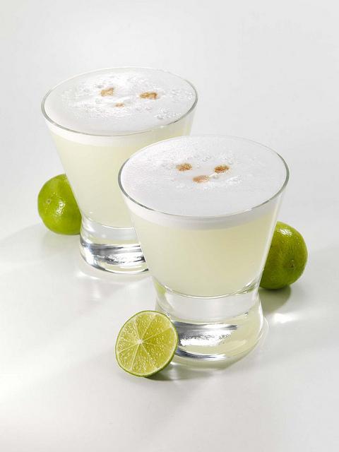 Le coktail le plus célèbre à base de pisco, l'alcool de riz péruvien : pisco, citron vert, glace pilée, sucre de canne et blanc d'oeuf pour l'émulsion. Crédit: Thomas S.